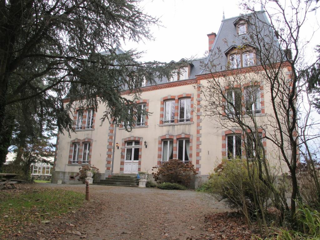 Chateau avec pavillon